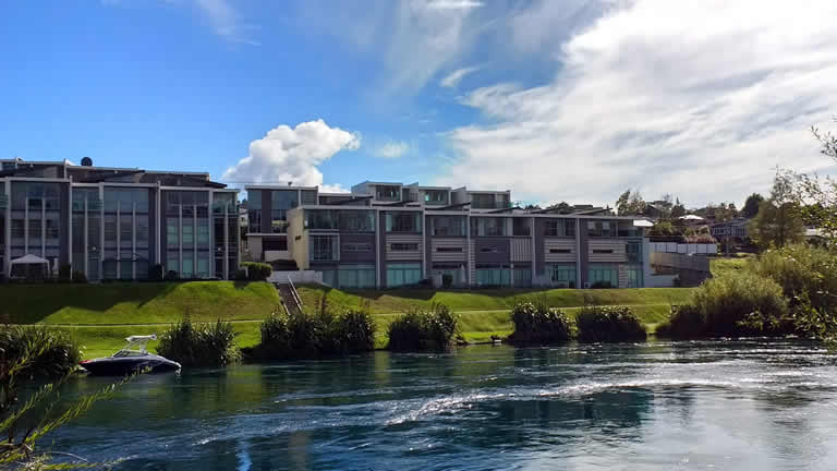Taupo accommodation absolute waterfront