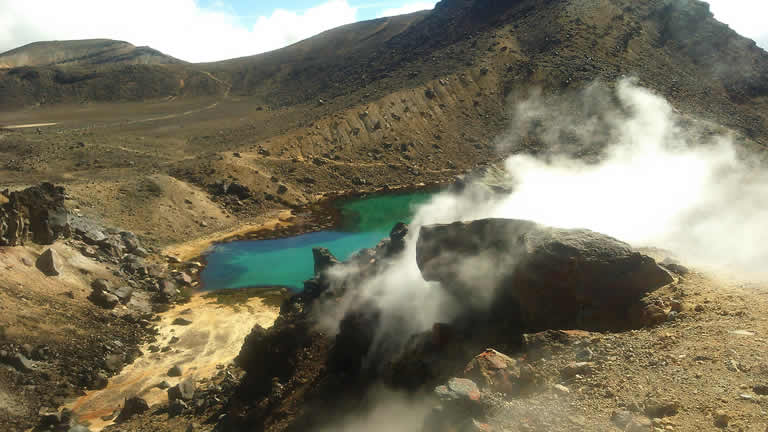 The tongariro alpine crossing and emerald lakes